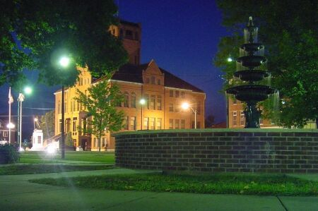 Warren County Courthouse and fountain at night.